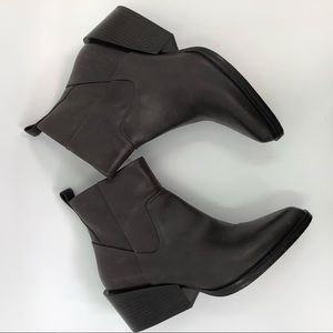 DKNY brown ankle boots 7.5 US booties heels shoes